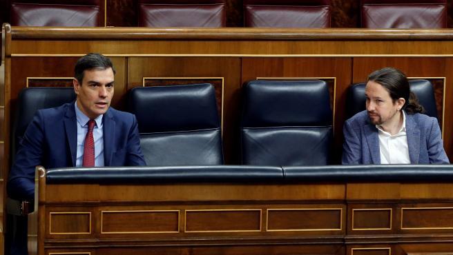 Sánchez e Iglesias durante el pleno del Congreso celebrado este jueves.