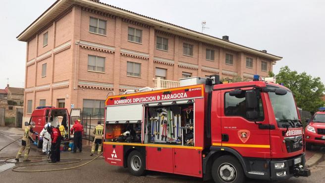 Bomberos de la Diputación de Zaragoza llevan a cabo labores de desinfección de la residencia de Nuestra Señora de las Nieves