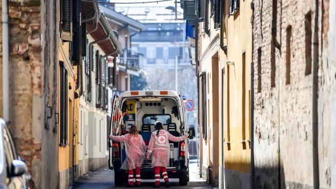Una ambulancia en las calles de Codogno, Italia.