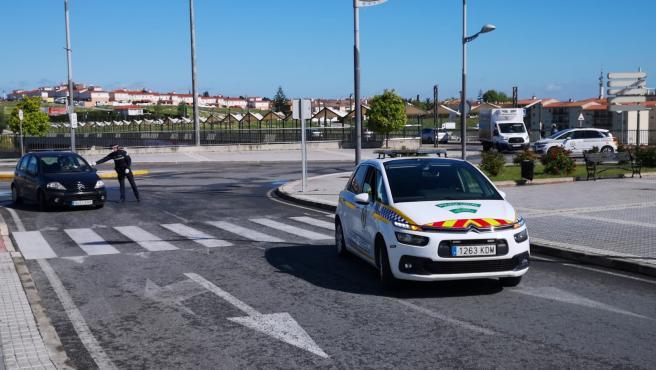 Controles policiales en San Juan de Aznalfarache (Sevilla) para controlar el confinamiento por el estado de alarma