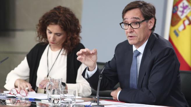 La ministra de Hacienda, María Jesús Montero, y el ministro de Sanidad, Salvador Illa