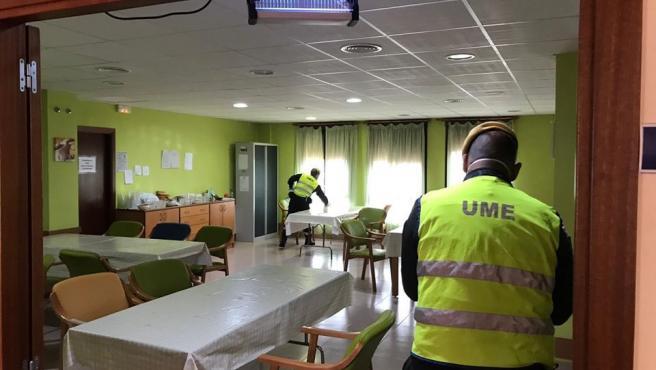 Efectivos de la UME han desinfectado la Residencia de Nuestra Señora de Gracia de Alcantarilla en Belalcázar en una imagen de archivo