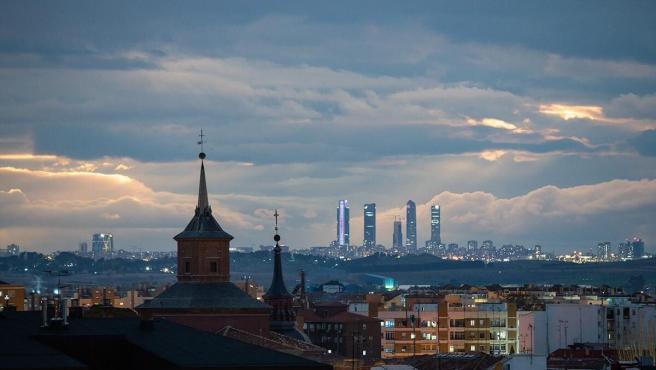 Imagen de las Cuatro Torres de Madrid desde Alcalá de Henares.