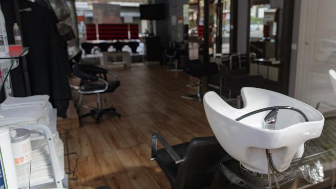 Una peluquería vacía después de estado de alarma