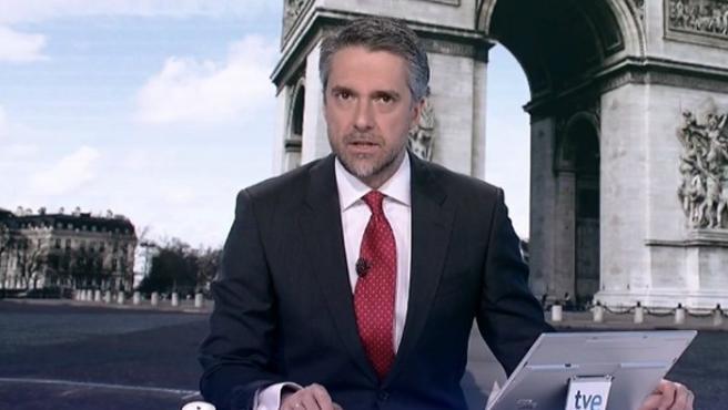 Carlos Franganillo durante un Telediario de TVE.