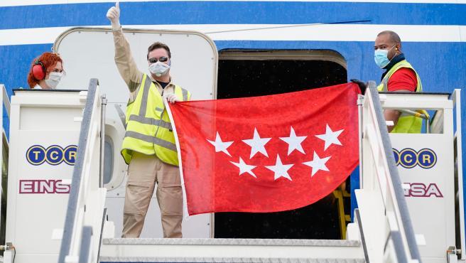 El cuarto avión con material sanitario adquirido por Madrid ha llegado a Barajas este martes.