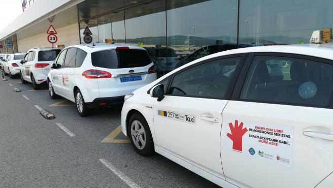 Los taxistas de Pamplona se suman a la campaña contra las agresiones sexistas