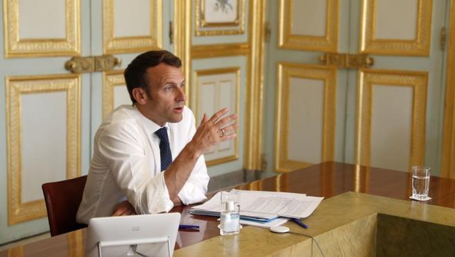 El presidente francés, Emmanuel Macron, durante una videoconferencia sobre la crisis del coronavirus, en el Palacio del Elíseo, en París.