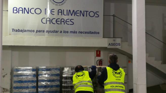 Mercadona entrega productos de primera necesidad al Banco de Alimentos de Cáceres