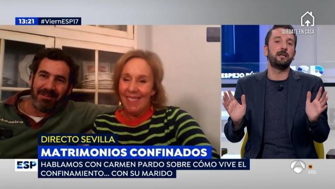 Carmen Pardo y su marido en directo en el programa de 'Espejo público'.