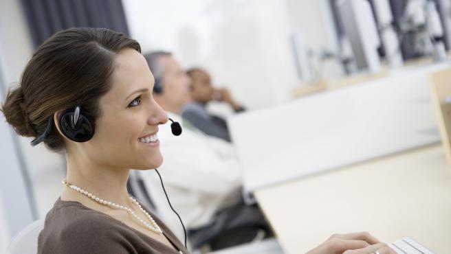 Un vendedor telefónico durante su jornada laboral