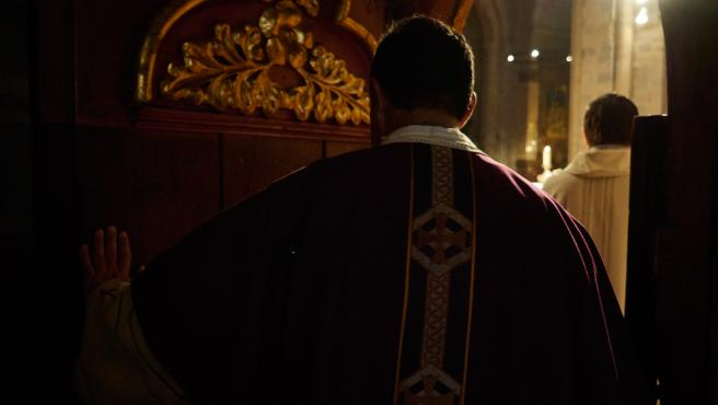Un sacerdote en una imagen de archivo.