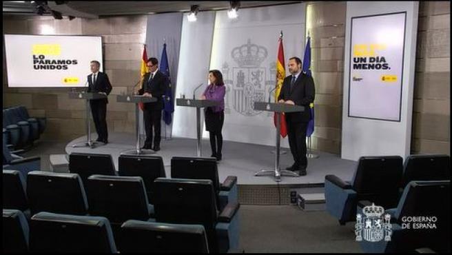 Rueda de prensa de los ministros Marlaska, Illa, Robles y Ábalos.