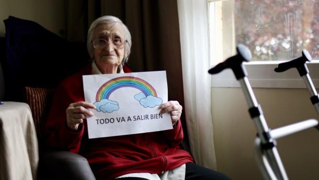 Margarita Herrán, de 98 años, en su habitación de la residencia La Florida, de Sanitas, tras superar el coronavirus.