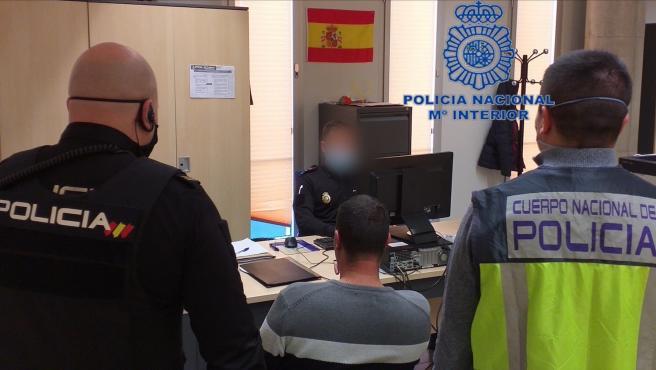 Detenido por hacerse pasar por policía y estafar 300 euros a un viandante en Lorca