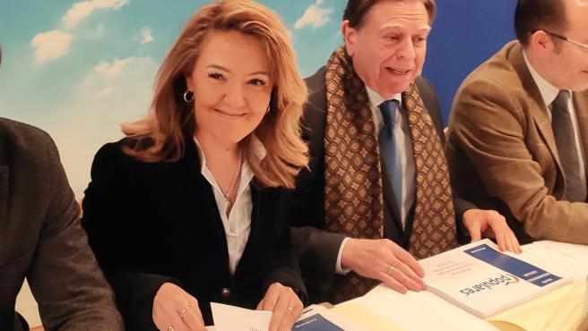 El alcalde de Oviedo, Alfredo Canteli, y la portavoz del PP en la Junta General, Teresa Mallada, participan en una reunión de trabajo