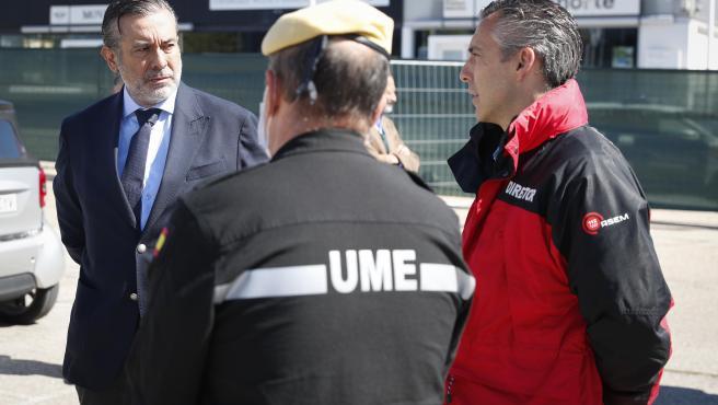 El consejero de Justicia, Enrique López, durante la supervisión de una de las morgues excepcionales que se pusieron en marcha durante los días más difíciles de la crisis del coronavirus.