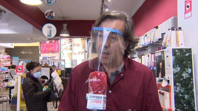 """La demanda de mascarillas en farmacias """"satura"""" el sistema en Barcelona"""