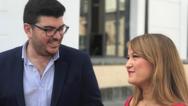 La secretaria general del PSOE de Sevilla, Verónica Pérez, y el alcalde de El Viso del Alcor, Gabriel Santos