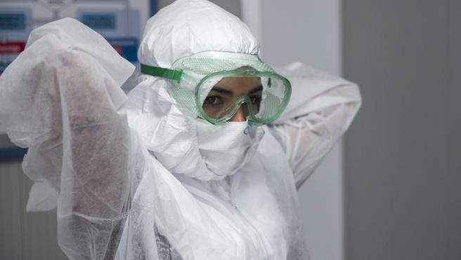 Personal sanitario se forma en la colocación y retirada del Equipo de Protección Individual (EPI) para evitar posibles contagios