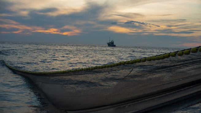 Redes de pesca en el Mar Cantábrico para recoger anchoas.