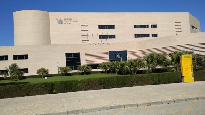 Uno de los edificios de la UMH en el campus de Elche.