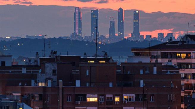 La ciudad de Madrid, sin la contaminación habitual, vista desde Alcalá de Henares (a unos 30 kilómetros de distancia), el 14 de abril de 2020.