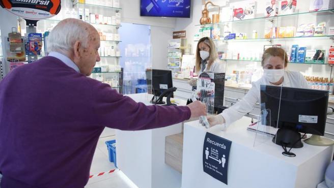 El Gobierno ha fijado el precio máximo de venta al público de las mascarillas quirúrgicas en las farmacias.