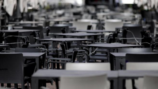 Terraza vacía en la Plaza Mayor de Madrid un día antes del estado de alarma