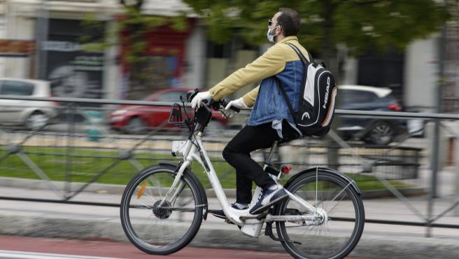 La OCU propone favorecer y reforzar el transporte en bicicleta en Zaragoza.
