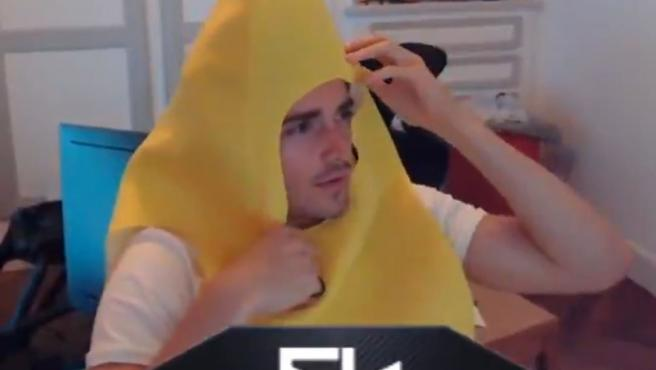 Charles Leclerc, con un disfraz de plátano