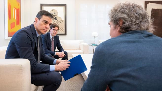 """Illa y Simón entregan a Sánchez un informe con la """"estrategia de transición"""" antes de la reunión con CCAA."""