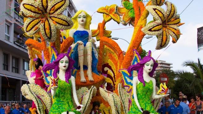 Carroza de la Batalla de Flores de Laredo