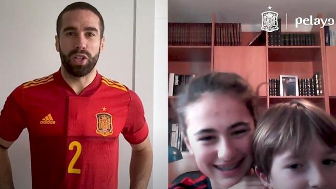 Dani Carvajal felicita el cumpleaños a unos niños
