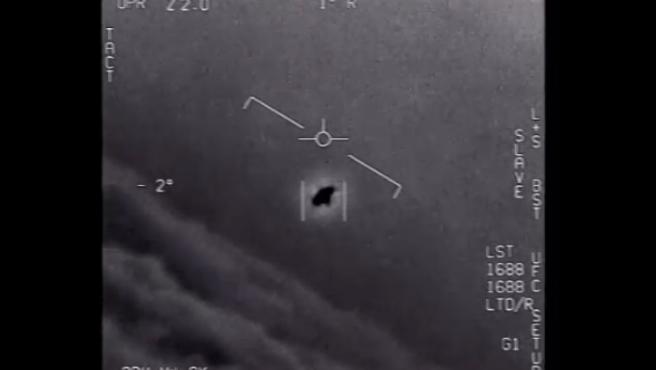 """Captura del vídeo que difunde el Péntágono de """"fenómenos aéreos no identificados"""" ."""
