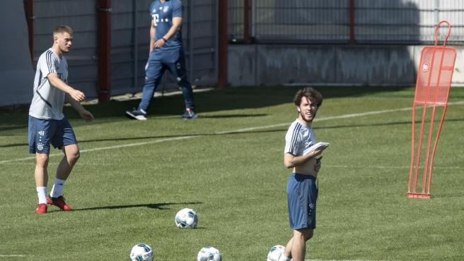 Entrenamiento del Bayern con Álvaro Odriozola.