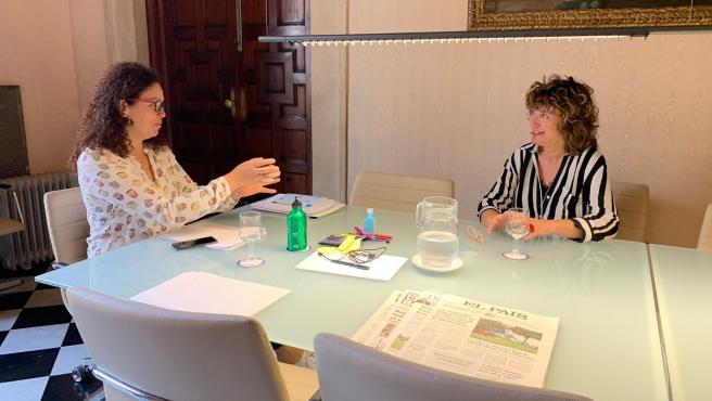 Reunión entre la presidenta del Consell, Catalina Cladera, y la portavoz del PI, Xisca Mora.