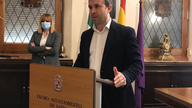 Rueda de prensa del alcalde de Jaén, Julio Millán, y la segunda teniente de alcalde, María Cantos