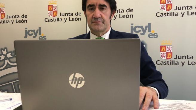 Suárez-Quiñones participa en la reunión por videoconferencia con el sector de la construcción.