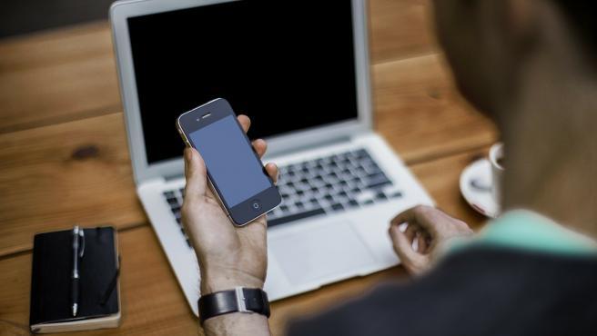 Existen varias apps para utilizar el móvil como webcam