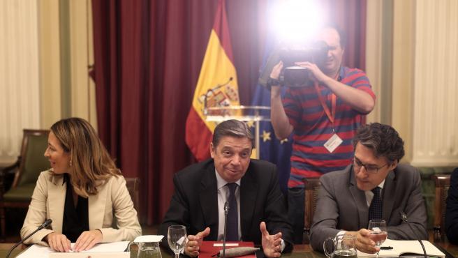 La secretaria de Estado de Comercio, Xiana Méndez, el ministro de Agricultura, Pesca y Alimentación, Luis Planas y el secretario general de Agricultura y Alimentación, Fernando Miranda