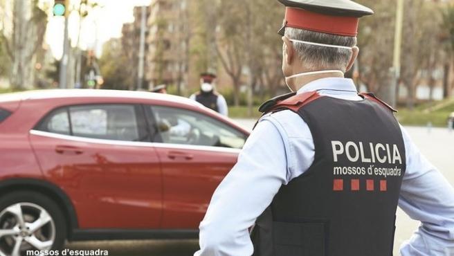 Imagen de recurso de agentes de Mossos d'Esquadra durante la pandemia