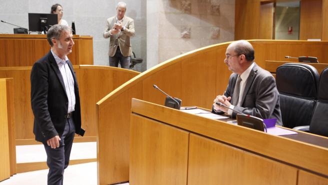 El presidente del Gobierno de Aragón, Javier Lambán, con el diputado de Cs, Ramiro Domínguez