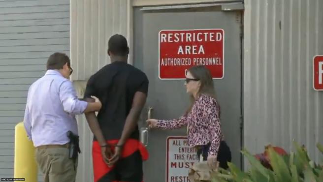 Smith ingresa en la prisión del Condado de Duval.