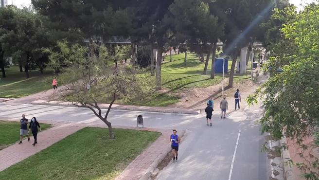 Vecinos de Valencia salen tras el confinamiento para hacer deporte