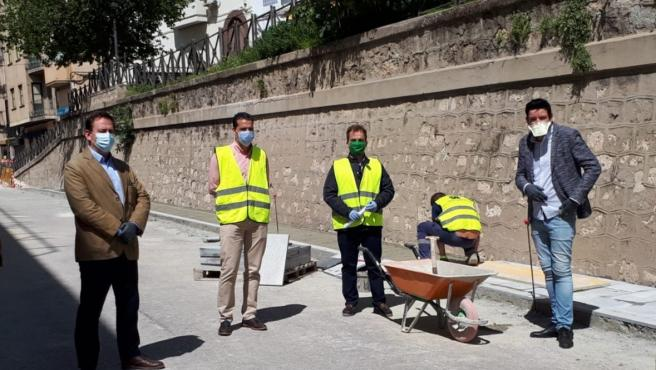 El concejal de Mantenimiento Urbano de Jaén, Javier Padorno, visita una obra durante el confinamiento