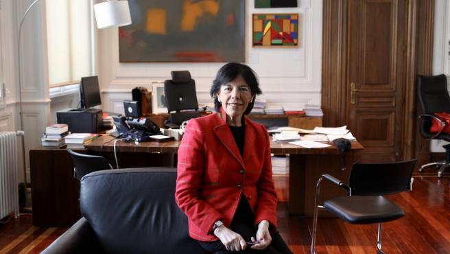 La ministra de Educación y Formación Profesional, Isabel Celaá, en su despacho.