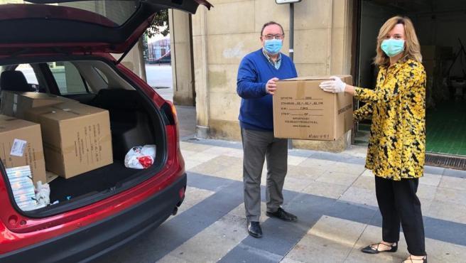 La delegada del Gobierno en Aragón, Pilar Alegría, entrega una partida de mascarillas a CERMI