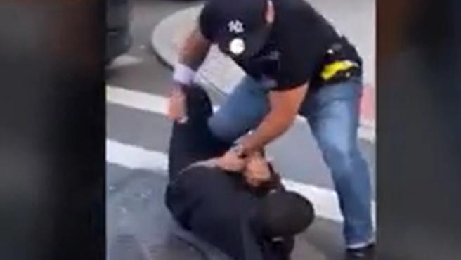 Arresto violento en Nueva York.