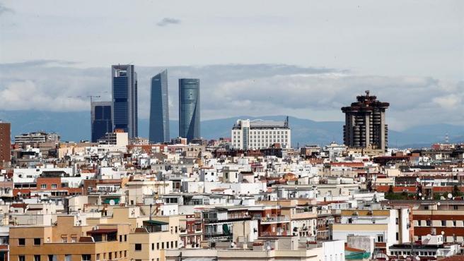 Cielo de Madrid prácticamente limpio de contaminación debido al confinamiento. La paralización del transporte y de buena parte de la actividad industrial por la crisis del COVID-19 supone un descenso de las emisiones de CO2.